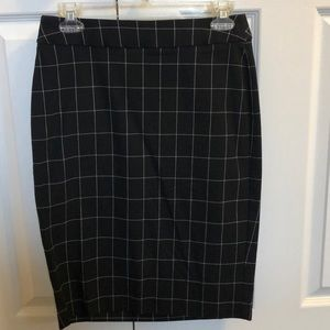 Flattering pencil skirt with great stretch!